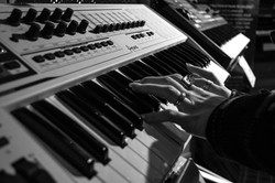audio-black-and-white-hands-63704