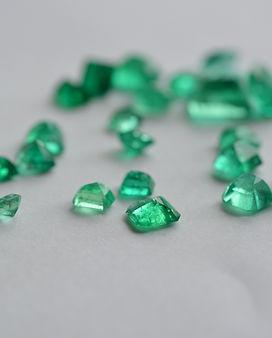 Enerald gem-4014145.jpg