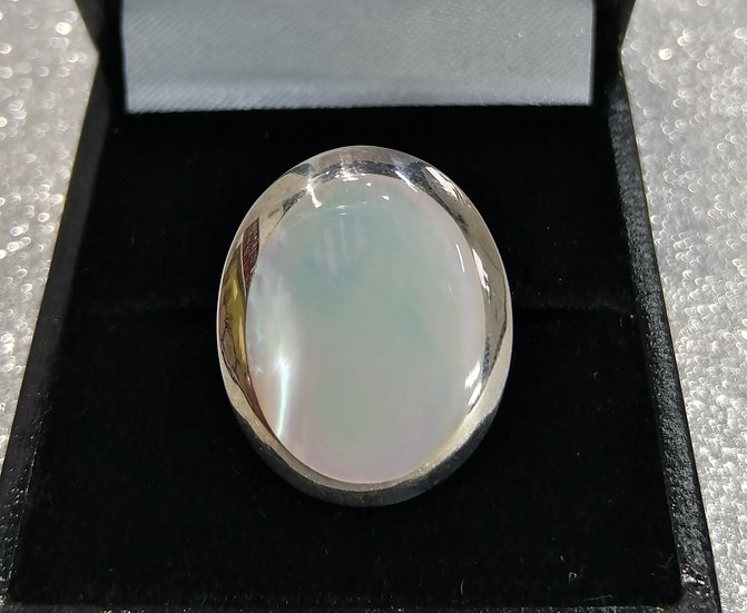 925 Silver 'Mother of Pearl' Oval Ring