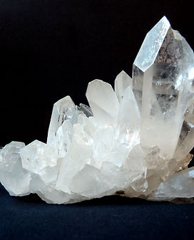 Clear quartz rock-crystal-1603480.jpg