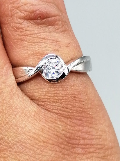 925 Silver CZ Twist Solitaire Ring