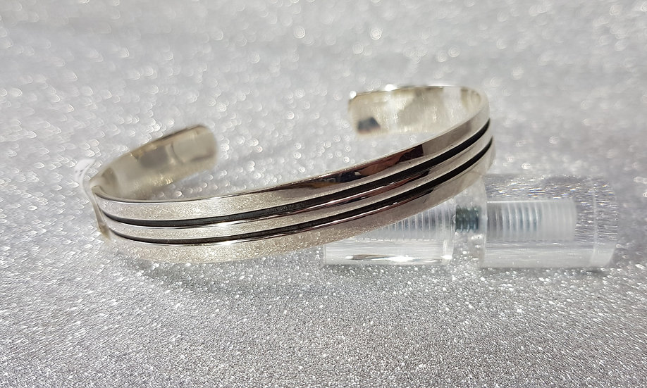 925 Silver Flat Lined Torque Bangle