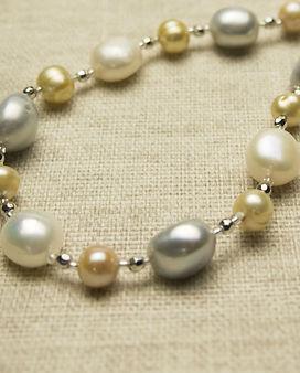 freshwater-pearl-2302844_edited.jpg
