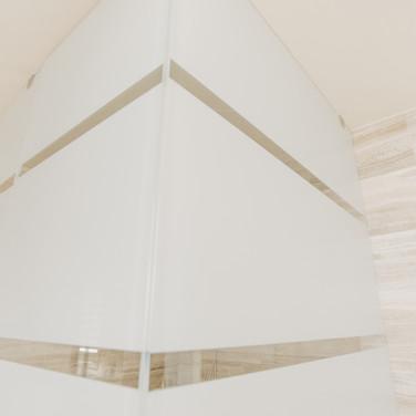 Glass Corner, precision detail