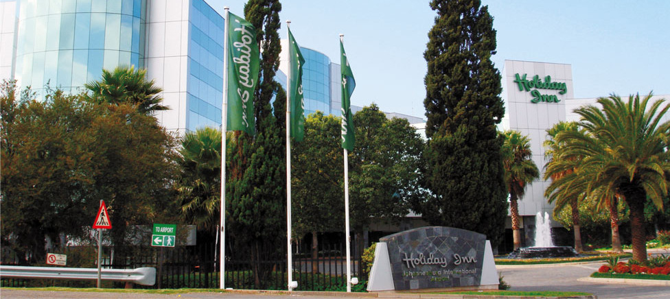 Airport Holiday Inn Hotel Flags
