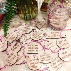 2tiquette cadeaux anniversaire, st valentin, fête. étiquettes découpe et gravure laser bois à Bordeaux.
