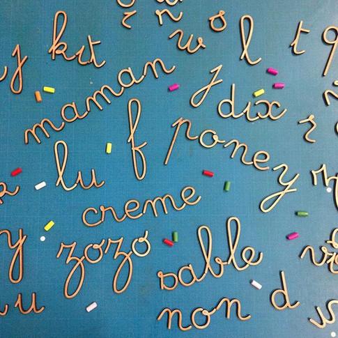 Lettres Alphabet Montessori en bois à personnaliser. Idéal pour vos tout petits. Découpe laser bois par Le Puits d'Amour Bordeaux
