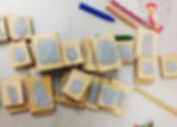 Nous gravons et découpons le cahoutchou et le lino 100% naturel Nous gravons et découpons le cahoutchou e le lino 100% naturel. Nous mettons à votre disposition les gamme Trodat pour les gommes et caoutchouc de vos tampons.  Tampons entièrement sur mesure avec matrice inclue.  Précision maximum. Gravure et découpe.