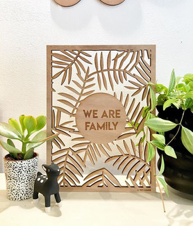 We are Family - Déco murale par Le Puits d'Amour. Découpe laser Bordeaux