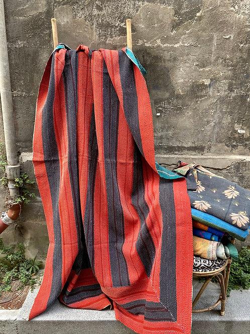 Kantha indien vintage quilté du Rajasthan - Noir et rouge