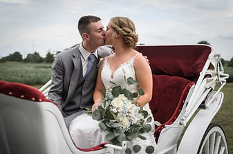 couple kissing, carriage