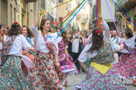 Gitanes de la quadrilla! Ja ens podem espavilar per ballar amb gran alegria i aquest dia festejar!