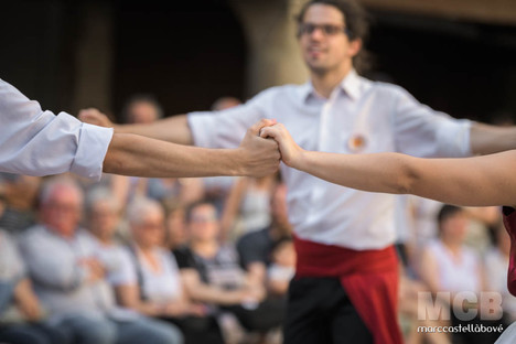 La sardana és la dansa més bella de totes les danses que es fan i es desfan