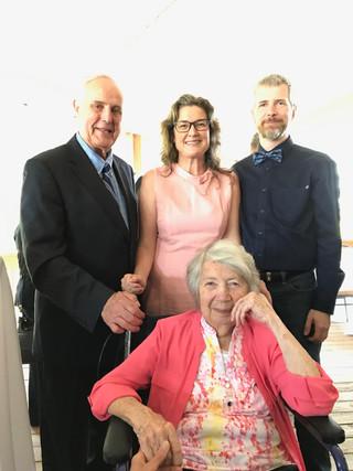 Avec Jean-Claude Bleau et sa défunte épouse Marie-Rose, ainsi que mon mari Hugues