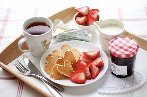 Breakfast-In-Bed-Bride-Wedding
