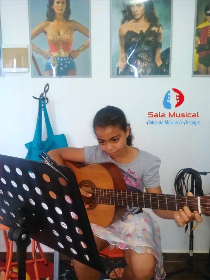Isabele Freitas (Violão Kids)