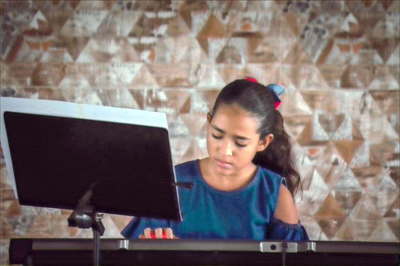 Aline Almeida (Teclado Kids)