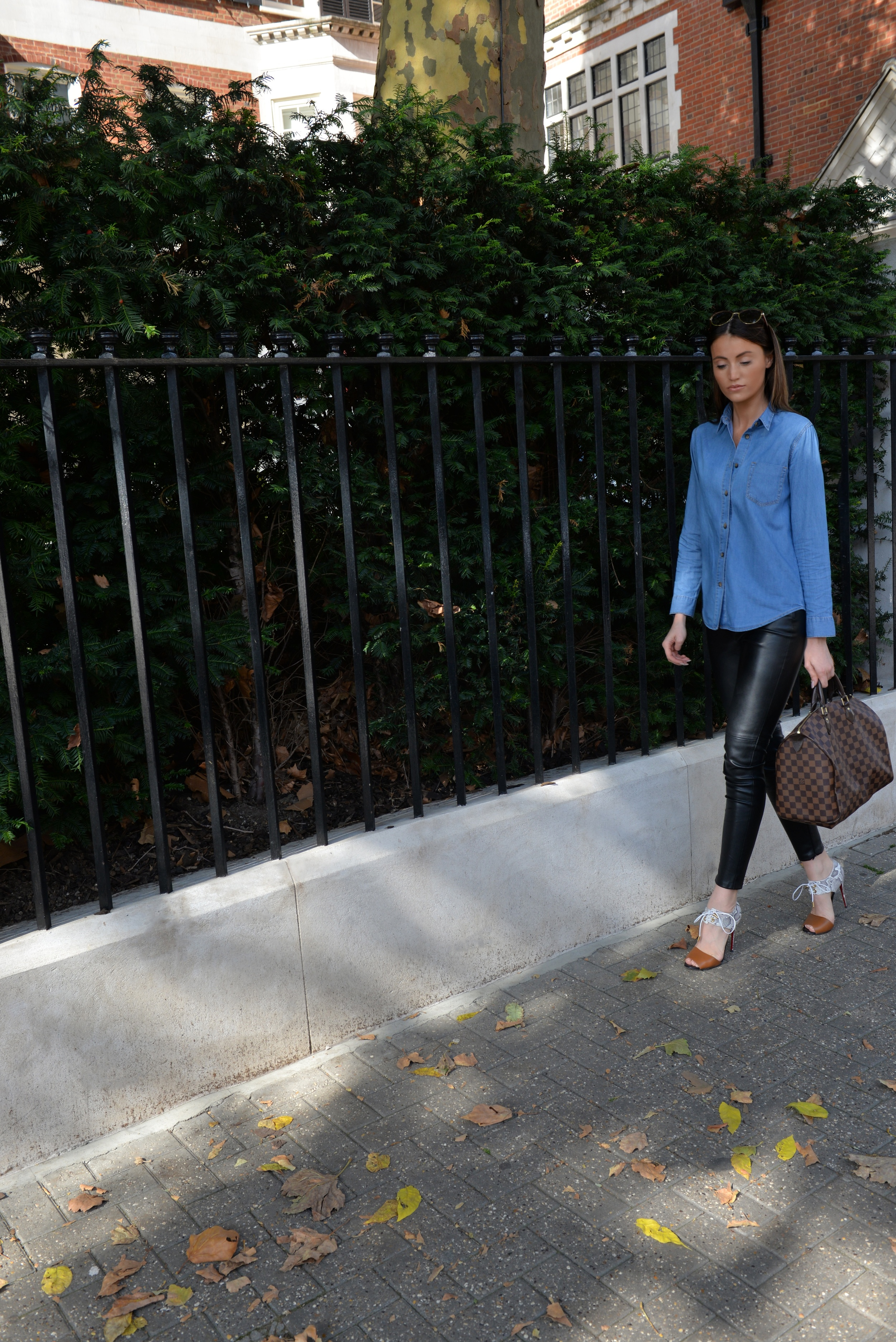 HOT WAYS TO STYLE YOUR DEMIN SHIRT WITH MAUREEN KRAGT