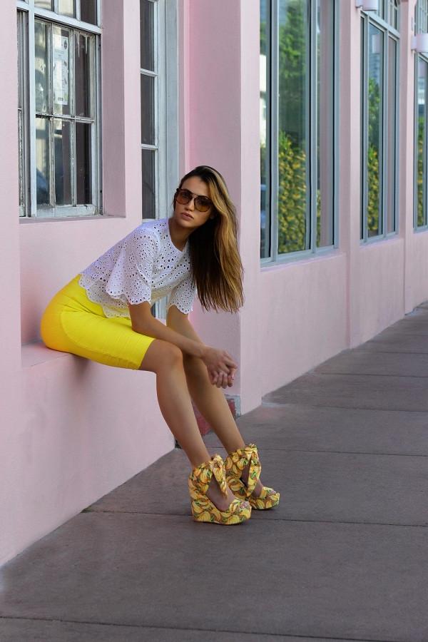 influencer maureen kragt hangs out in Miami Beach