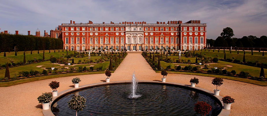 Hampton Court Palace London.png