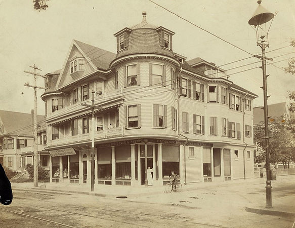 1905 photograph of F. Morlock Bakery and Chicago 5 and 10 store at 416 Centre Street