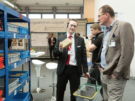 """Sonderschau mit Forum auf der CeMAT: """"Logistikfabrik – Automatisierung in der Logistik"""""""