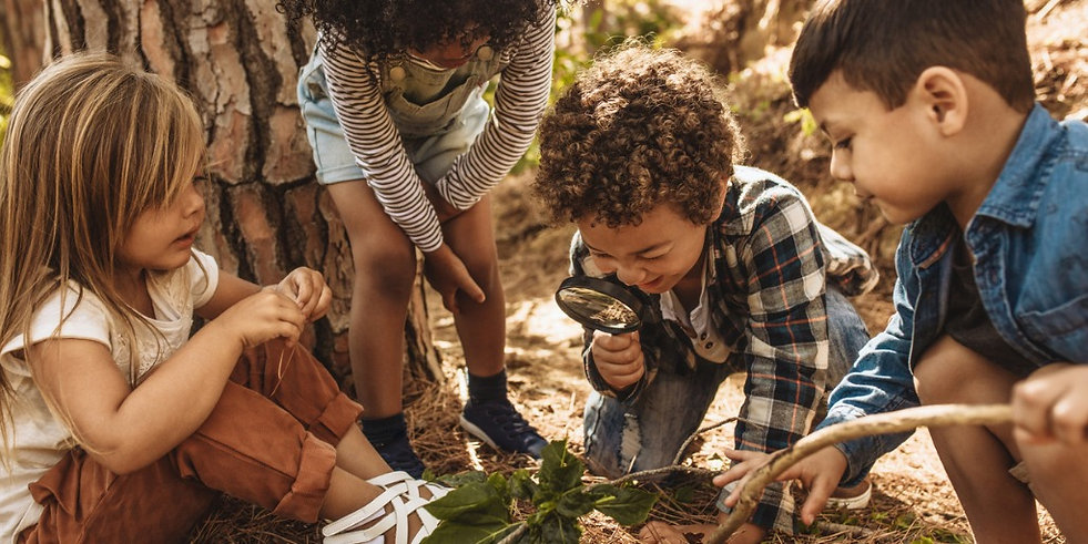 kids-in-forest-with-a-magnifying-glass-p