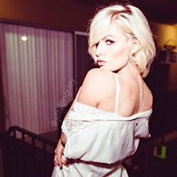 Thriller of the night 🎤 📸 _alexrosenkreuzphotography _#blonde #model #lucky #profile #portrait #lo