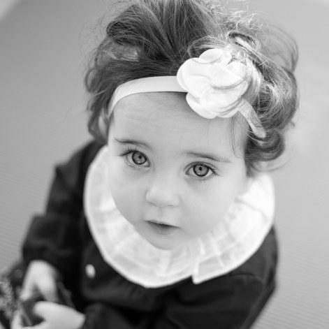 Fetita cu fundita