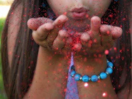 Glitter biodegradável prejudica meio ambiente tanto quanto versão comum, aponta estudo