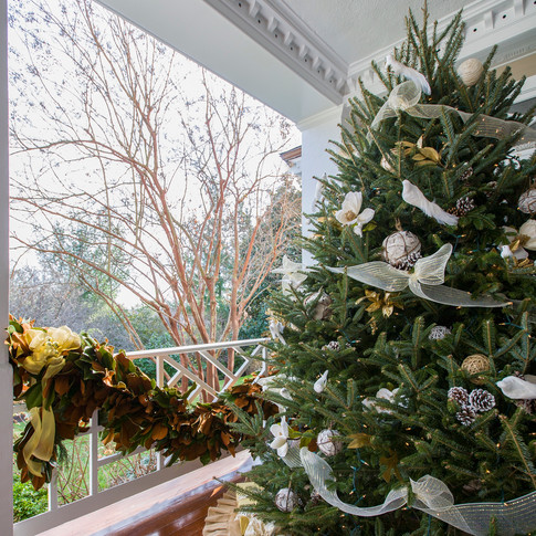 White and gold christmas tree and matching garland