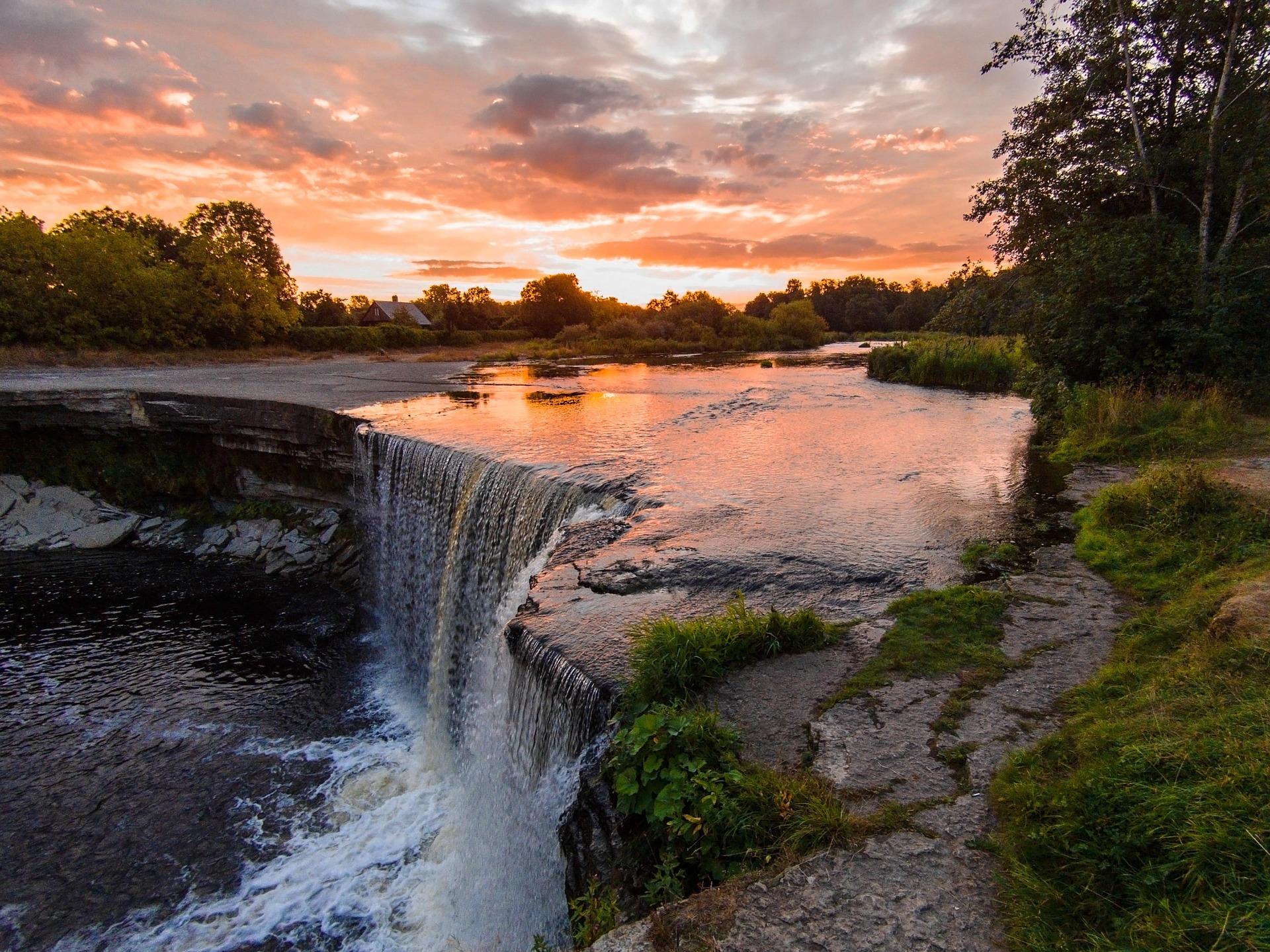 Argentina-beautiful-waterfalls.jpg
