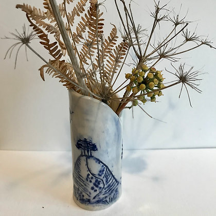 Colmer's Hill pot for dried grasses, twigs and umbellifers