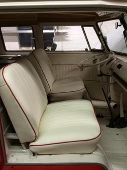 Split screen capain seats
