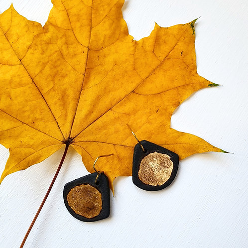 Black stoneware earring with gold luster