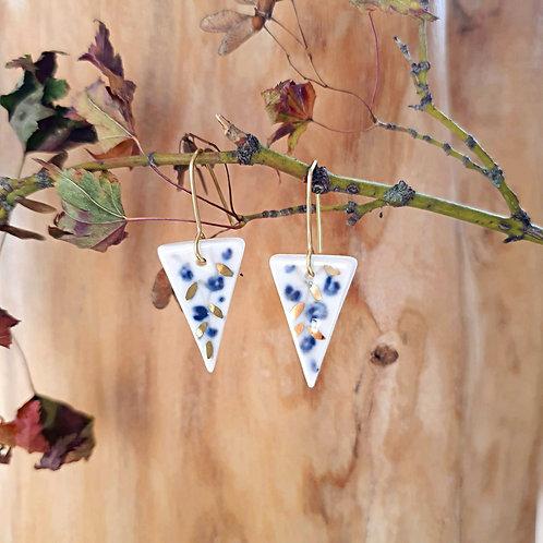 Orecchini a triangolo con gelsomini blu