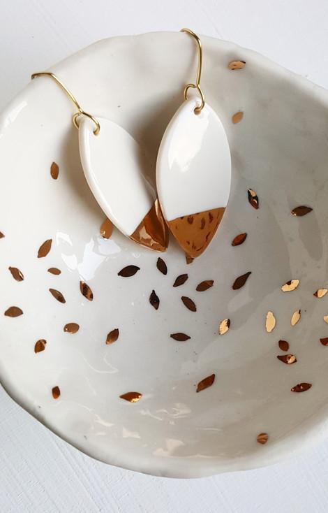 Erificio porcelain jewellery with golden luster