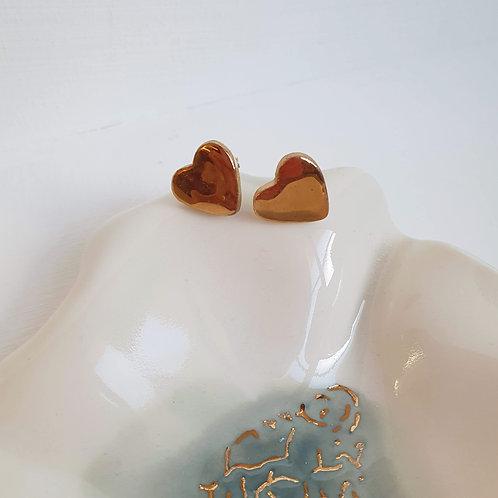 Porcelain stud earring golden hearts