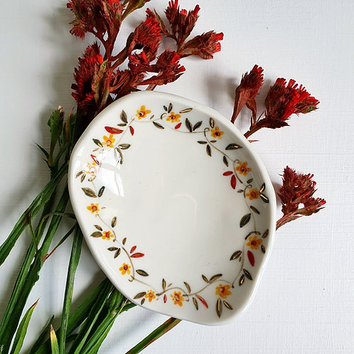 Customize the flower crown jewellery holder porcelain dish with gold luster