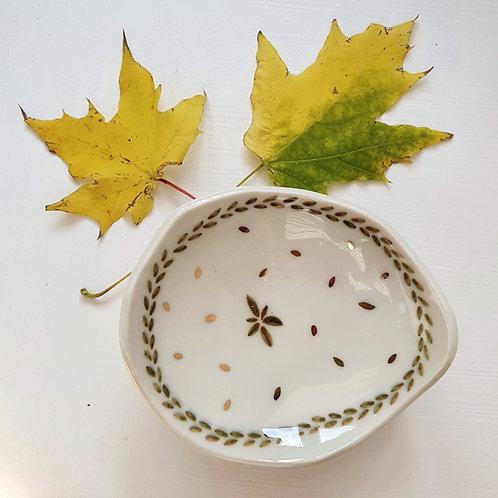 Piatto porta gioielli in porcellana con foglie