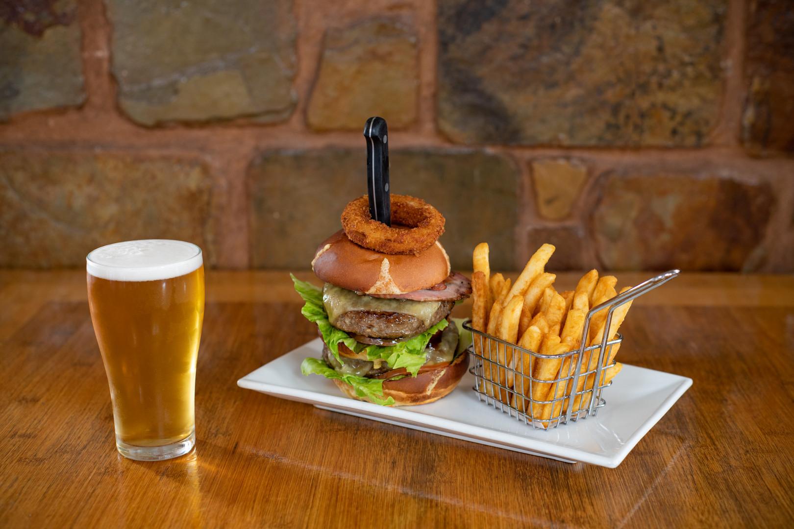 Kalgoorlie-Hotel-Tuesday-Burger-Bash-The