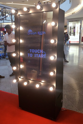 mirror booth 2.JPG