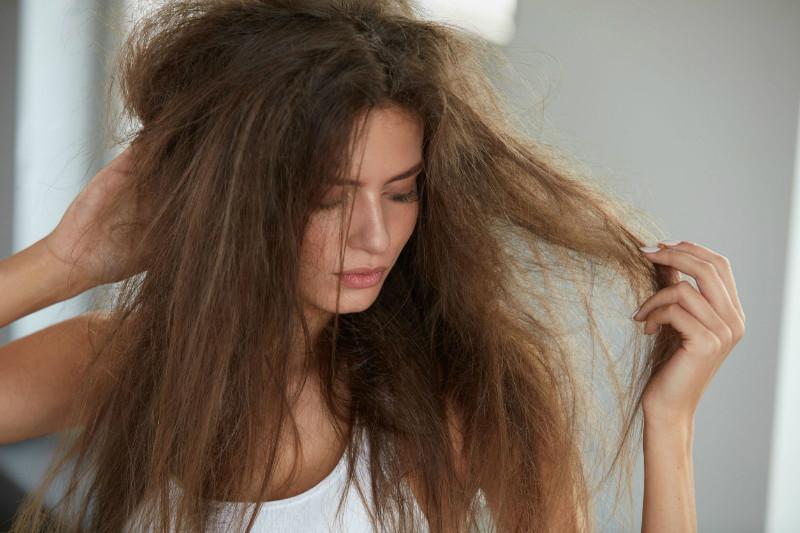 الشعر الجاف و المتطاير