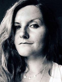 Portrait schwarz-weiß im Dreiviertelprofil von Mandy Krüger