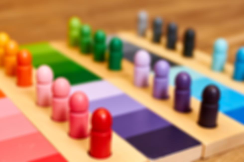 Montessori%20colors_edited.png
