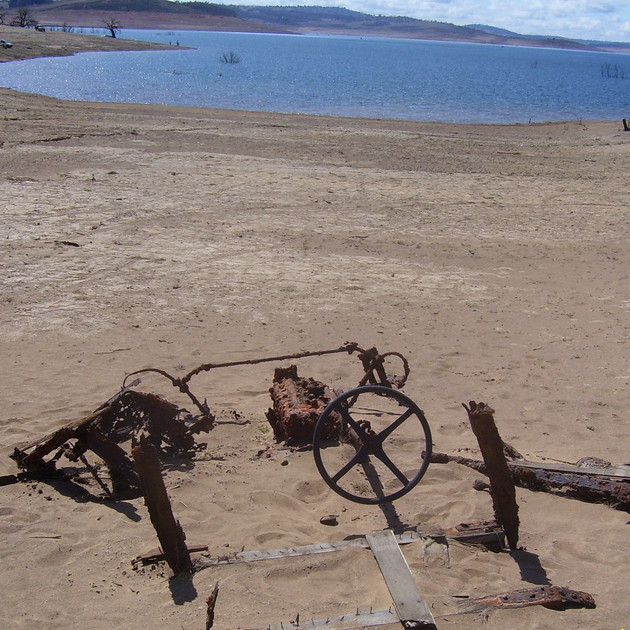 Old Vehicle at Lake Eucumbene.JPG