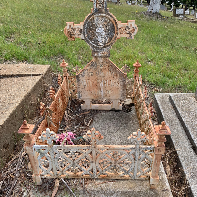 A grave at Old Adaminaby Cemetery (Lake