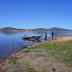 boating_lake_eucumbene.JPG
