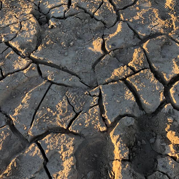 Cracking up - Lake Eucumbene.JPG
