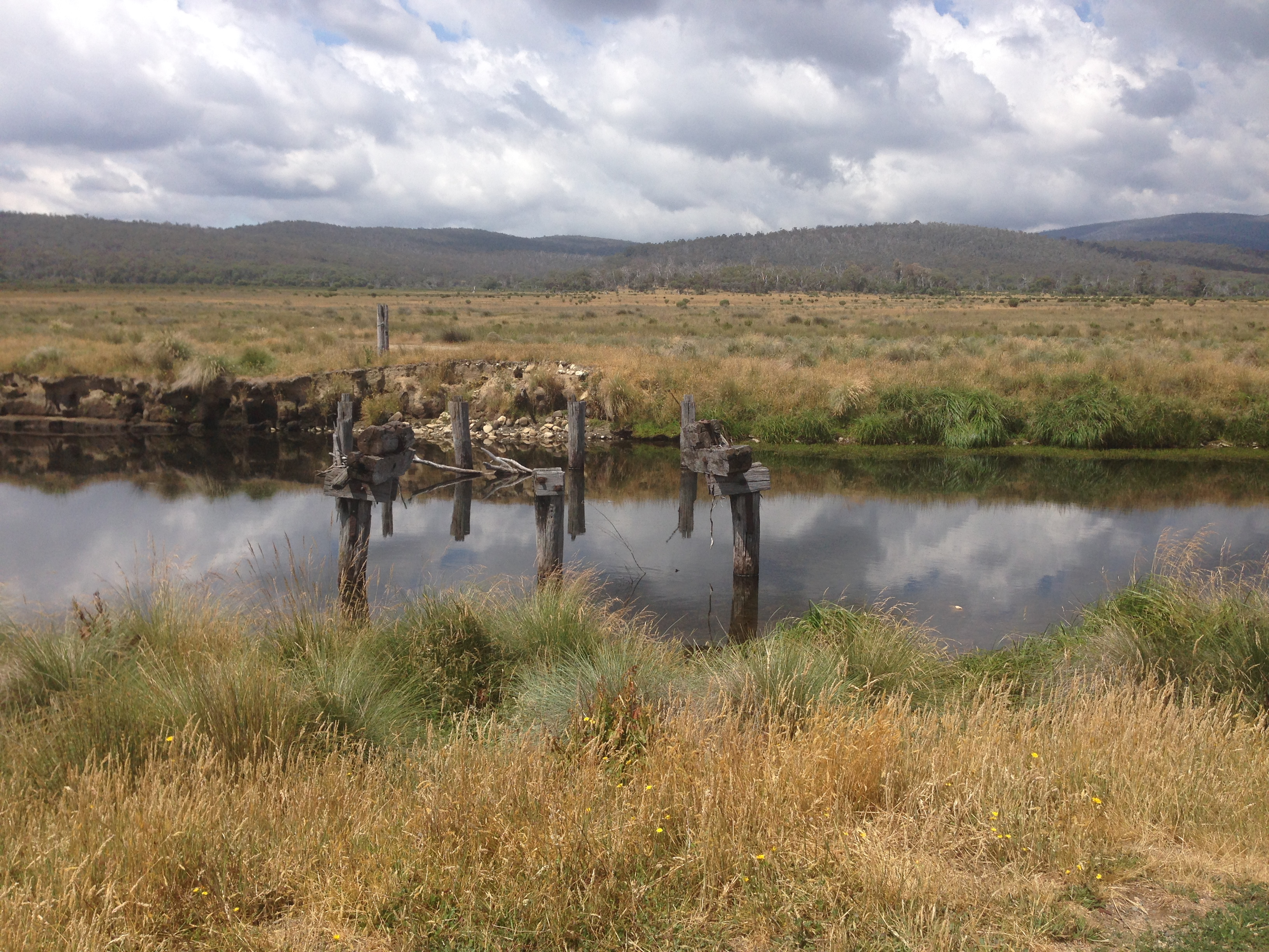 Old ridge over Eucumbene River (Denison